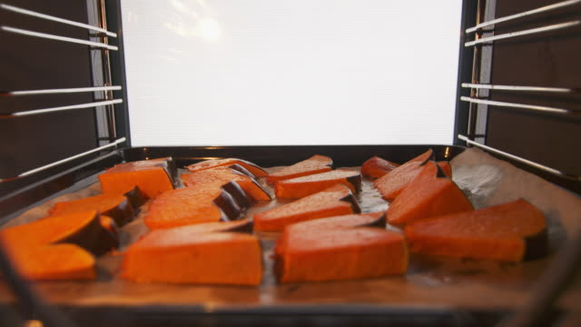 Making homemade pumpkin pie with fresh pumpkin recipe step-by-step. video