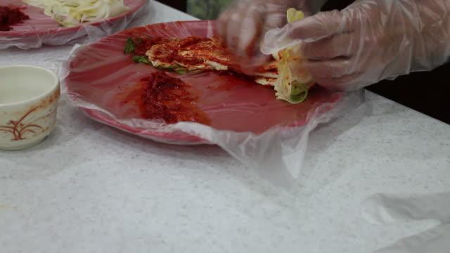 vídeos y material grabado en eventos de stock de hacer kimchi - pak choy