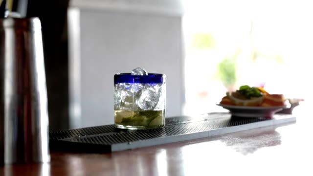 stockvideo's en b-roll-footage met maken van margarita cocktail - deel 2/3 - martiniglas