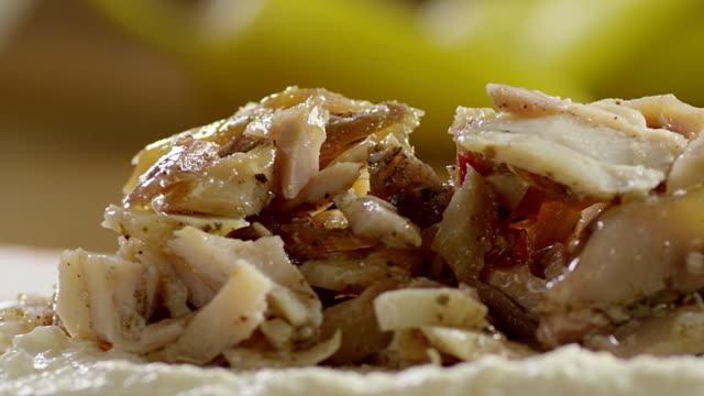 making of shawarma sandwich. - chleb pita filmów i materiałów b-roll