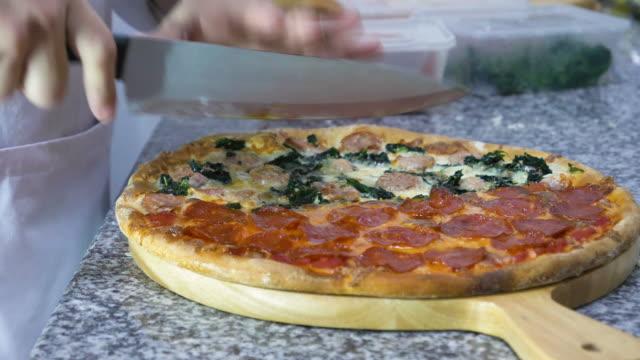 作るピザ ビデオ