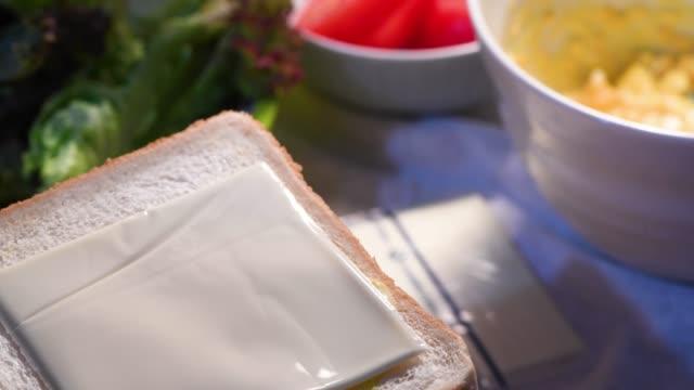 göra smörgås - cheese sandwich bildbanksvideor och videomaterial från bakom kulisserna