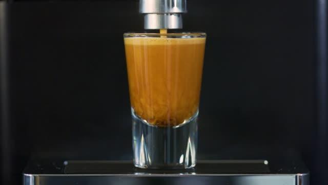 making strong espresso at exclusive coffee machine - espresso filmów i materiałów b-roll