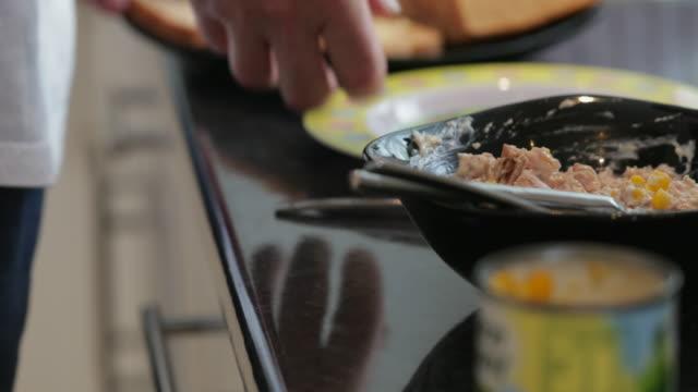 Thunfisch-Sandwiches machen zum Mittagessen – Video