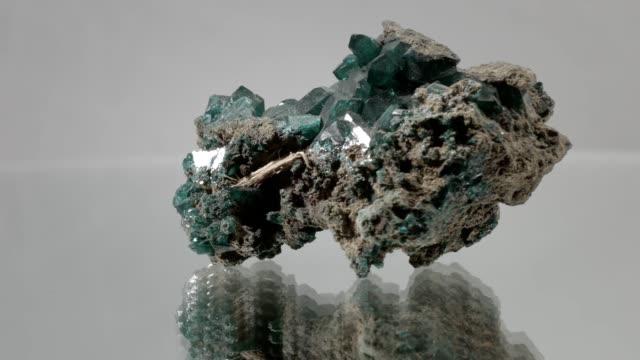 malakit slår på vit - mineral bildbanksvideor och videomaterial från bakom kulisserna