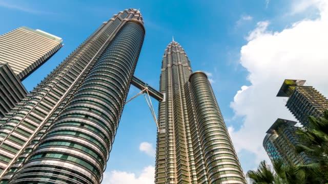 malaysia stadsbilden 4k tidsfördröjning (zooma in) - petronas twin towers bildbanksvideor och videomaterial från bakom kulisserna