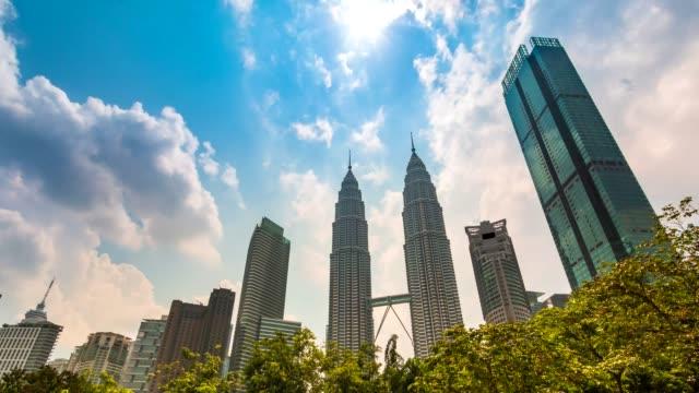 malaysia cityscape 4k time lapse (tilt up) - kuala lumpur video stock e b–roll