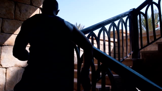 male athlete running up the stairs - uae flag filmów i materiałów b-roll