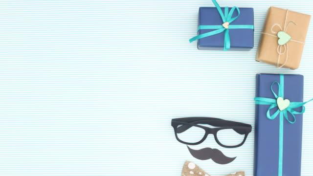 vídeos de stock, filmes e b-roll de aniversário masculino ou decoração de dia especial aparecem em fundo azul - stop motion - fathers day