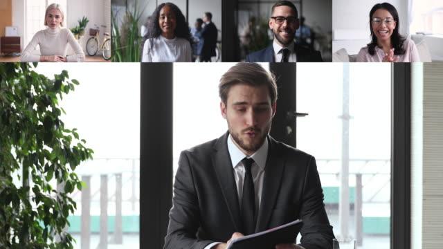 vidéos et rushes de vidéoconférence masculine de chef de la direction appelant divers gens d'équipe d'entreprise - conférence en ligne