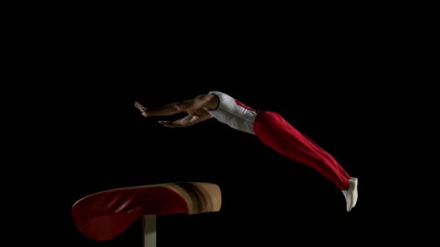 De San Luis Obispo Missouri DS macho gimnasta haciendo voltereta lateral primavera En la videoteca - vídeo