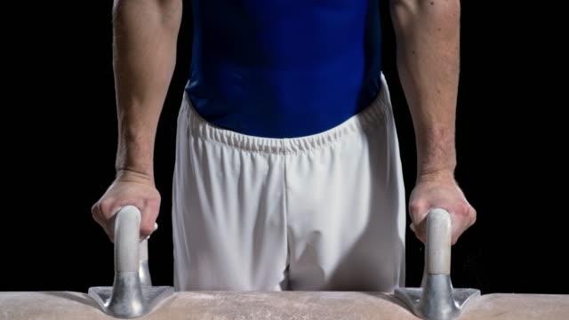 Macho de montaje de San Luis Obispo Missouri gimnasta el potro de gimnasia - vídeo