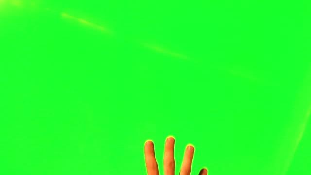 vídeos de stock, filmes e b-roll de masculino mão gestos-tela verde e alfa fosco - mão