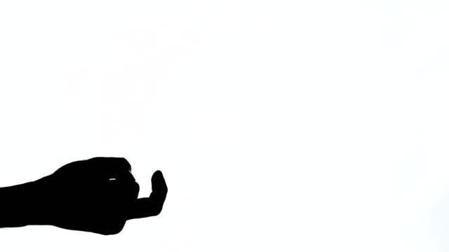 männliche hand zeigt winkende geste. isolierter, schwarz-weißer kontrastschuss - kontrastreich stock-videos und b-roll-filmmaterial