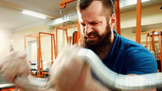 Male lift heavy weight bar video