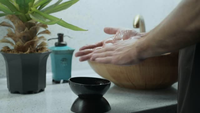 Male massage therapist puts oil on his hands befor star massage procedure video
