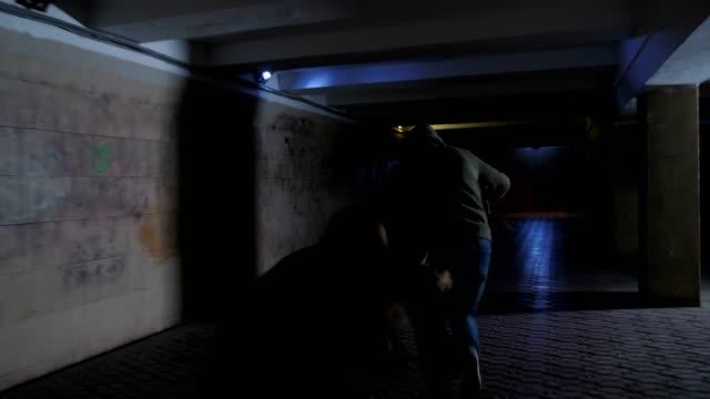 vídeos de stock e filmes b-roll de male thief stealing bag from woman in underpass - roubar crime