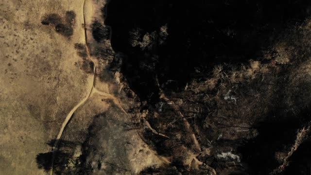 vídeos de stock e filmes b-roll de malibu lake foothills - cinza