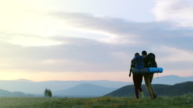 man and woman hiking on mountain - relazione umana video stock e b–roll