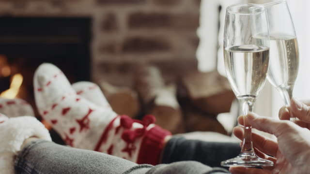 man och kvinnor som sitter framför eldstaden och dricker champagne - wine box bildbanksvideor och videomaterial från bakom kulisserna