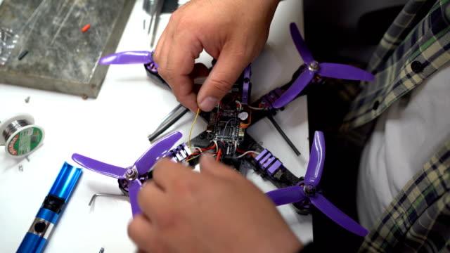 Man assembles a drone video
