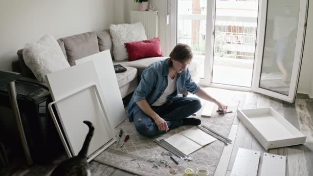 man assembling diy furniture. - винт стоковые видео и кадры b-roll