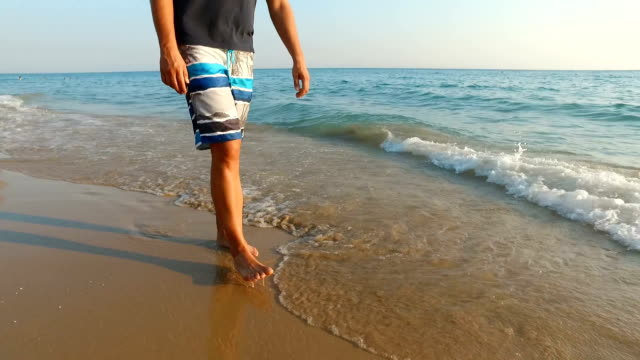 man at the sandy beach - купальный костюм стоковые видео и кадры b-roll