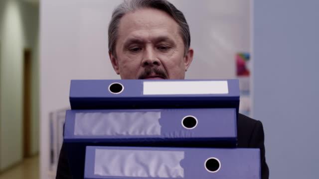 Man carries a folder video