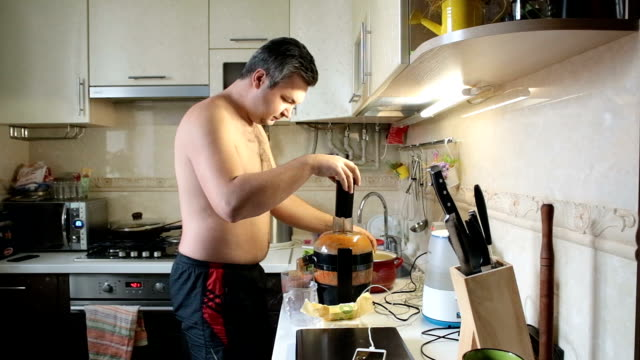 man cooking juice in the morning. - lega sportiva amatoriale video stock e b–roll
