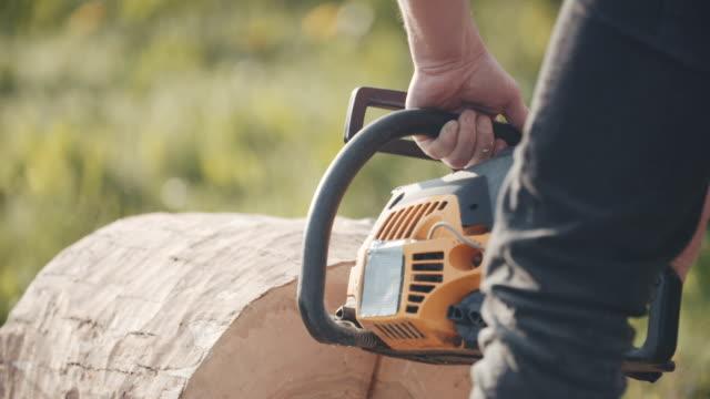 man cutting trunk with chainsaw - motosega video stock e b–roll