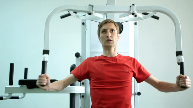 Man develops the muscles of the chest. video