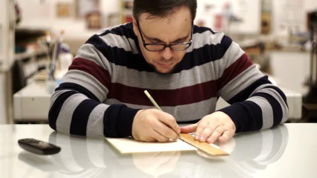 man drawing video