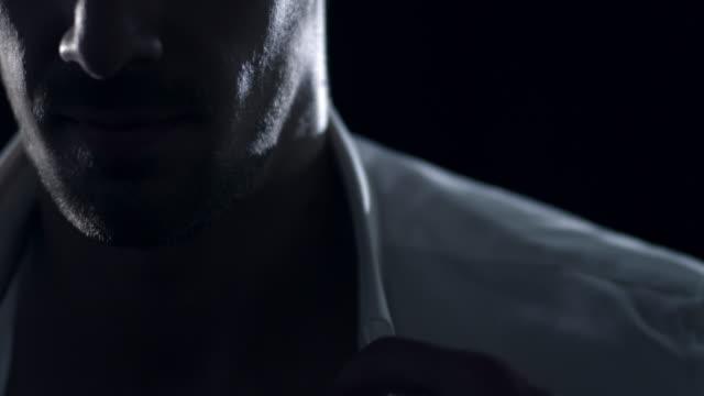 Hombre salir - vídeo