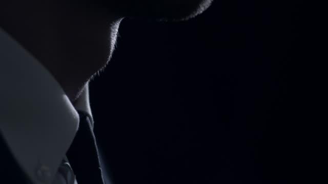 man ドレスアップ - 着る点の映像素材/bロール