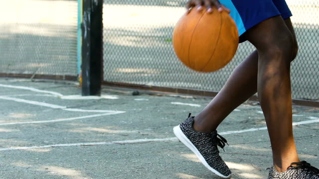 vídeos de stock e filmes b-roll de man dribbling ball without giving it to opponent, playing streetball, slow-mo - campeão desportivo
