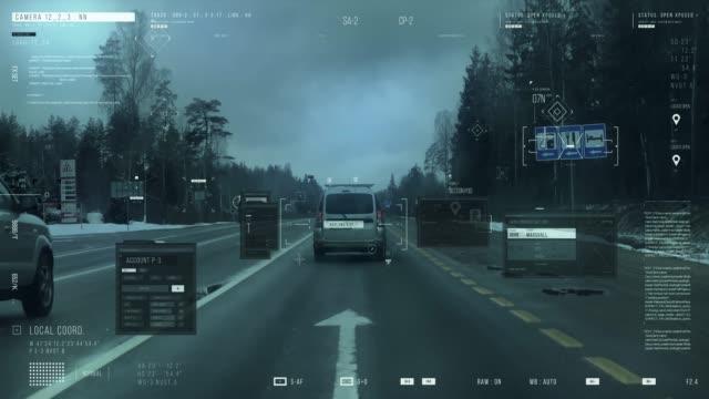 道路で車を運転する男。追跡システム - 文字記号点の映像素材/bロール