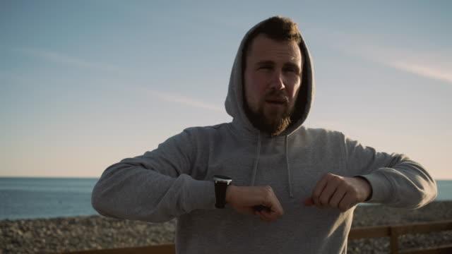 man exercising on evening workout outdoors - rozgrzewka filmów i materiałów b-roll
