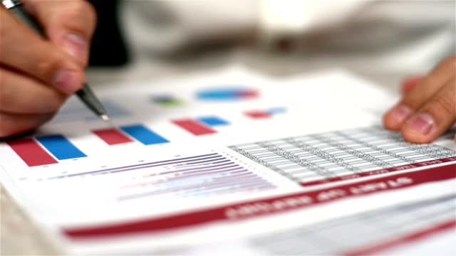 man fills financial report - rapporto video stock e b–roll