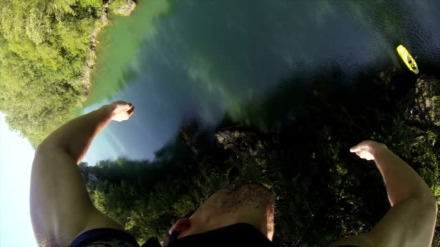 pov man goes bungee jumping - bungee jumping video stock e b–roll