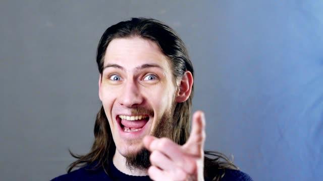 vídeos y material grabado en eventos de stock de hombre media barba - imperfección