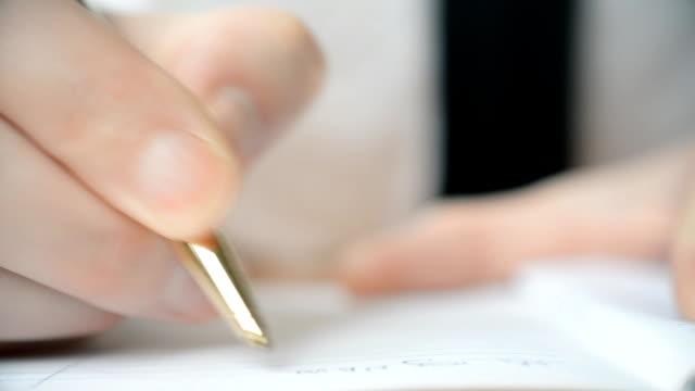 a man hand gold pen writing - ассистент стоковые видео и кадры b-roll