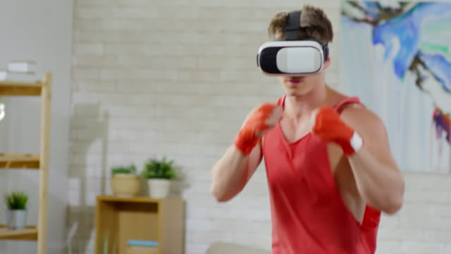 man in vr goggles practicing punches - sparring allenamento video stock e b–roll