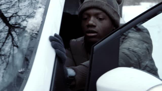 man jumping-start car in wintertime - spingere video stock e b–roll
