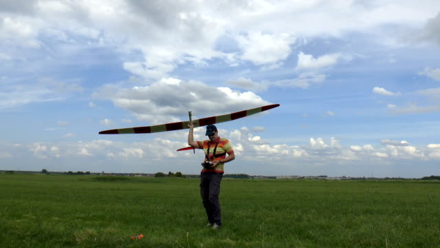 Man Launches RC Glider in the Sky video