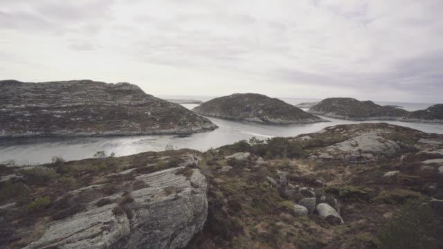 Mensch-Berg wandern von einem Fjord in Norwegen – Video