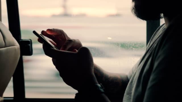 man paying online using a smart phone in car. - пригородный пассажир стоковые видео и кадры b-roll