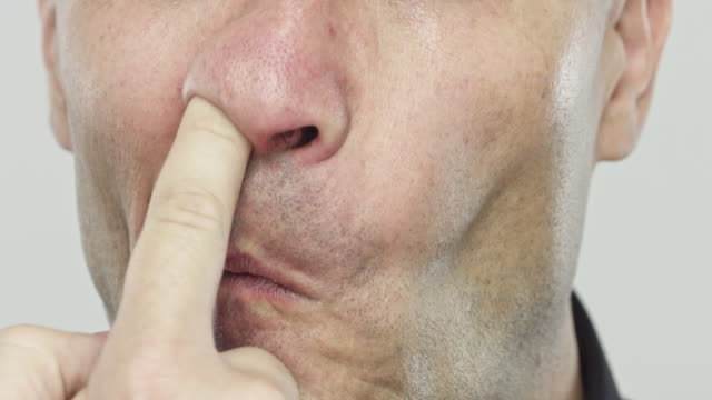 vídeos de stock e filmes b-roll de man picking his nose - boca suja