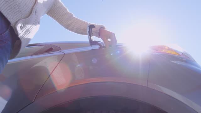 man putting nozzle into car tank - станция стоковые видео и кадры b-roll