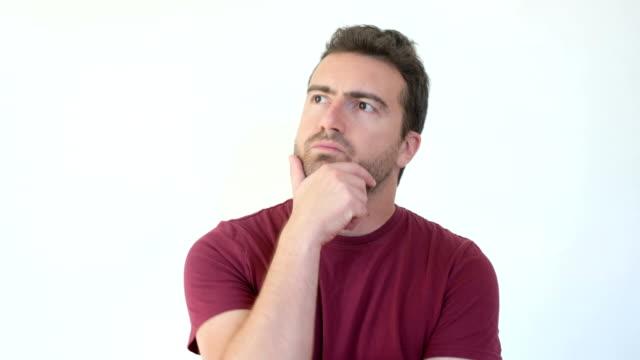 vídeos de stock, filmes e b-roll de homem se questionando e perguntando - perguntando