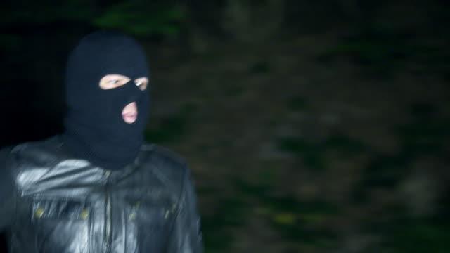 man running and shooting with gun - kriminell bildbanksvideor och videomaterial från bakom kulisserna